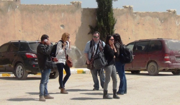 US anti-IS envoy visits Kurdish, Arab fighters in Syria: sources