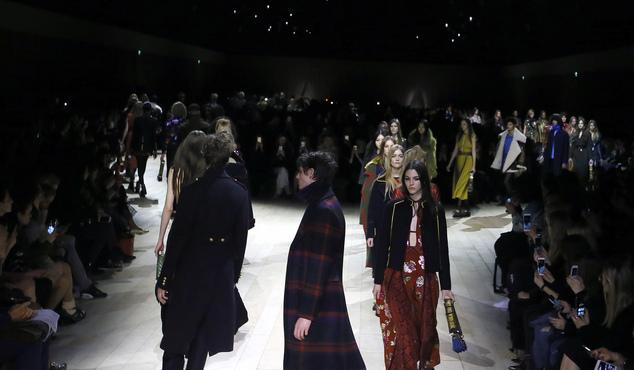 Burberry dazzles, Kane surprises at London Fashion Week