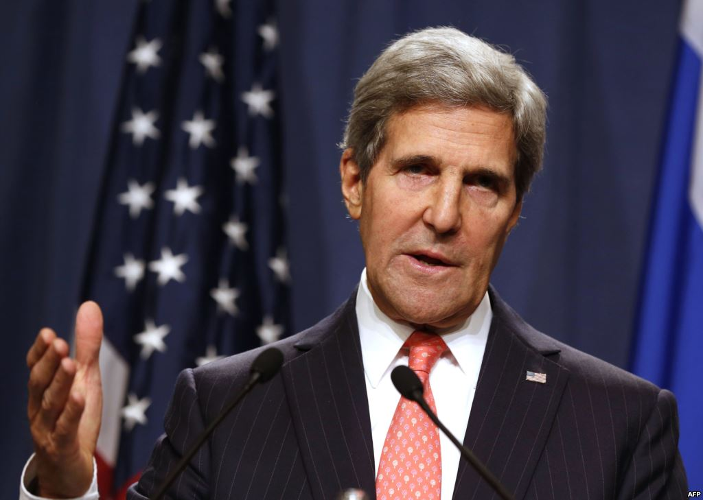 Kerry visits Iraq to back crisis-hit government