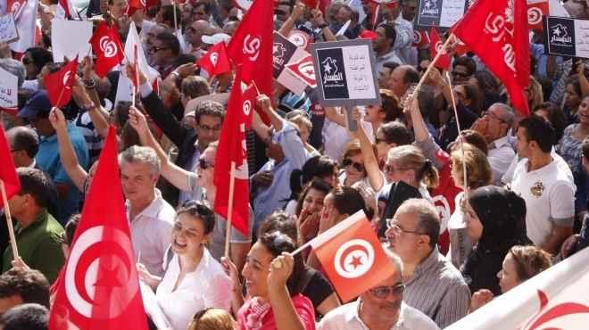 EU pledges more aid for Arab Spring model pupil Tunisia